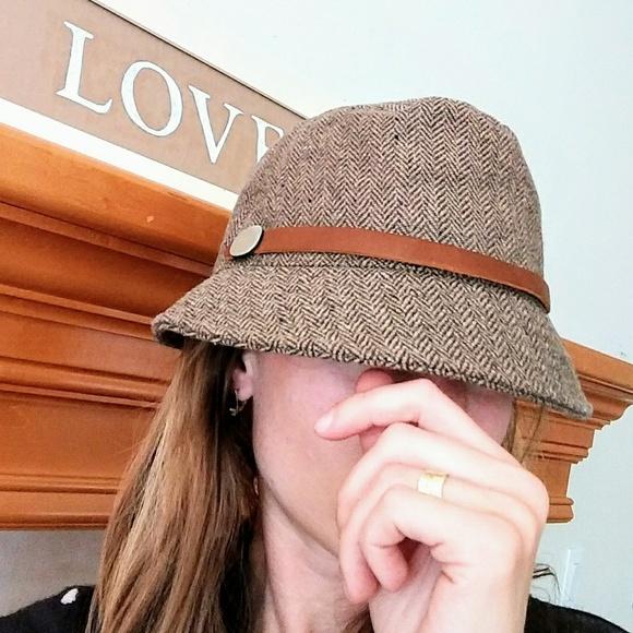 35ad4398b Eddie Bauer brown wool mix hat with leather strap